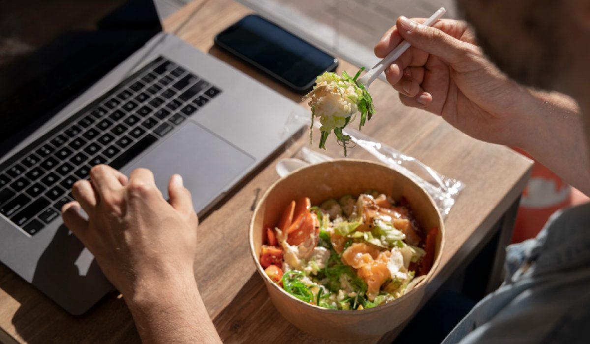 4 Masa Sesuai Memesan Makanan